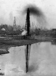 Caddo Parish Oil Wells - 1920.jpg
