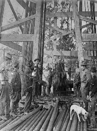 New well in Oil City - Fred Stovall and crew - 1912.jpg